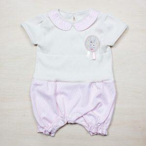 83e379cc007c5 胸元にはかわいいうさぎさんの刺繍が入っていて、親戚の集まりやママ友と会うときにも着せやすい、肌触りのいいベビー服です。