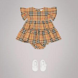 78cd19ac57fb0 おすすめのベビー服ブランドのバーバリーベイビーのベビードレス
